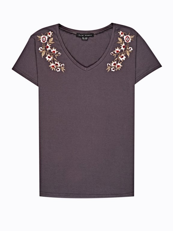 T-shirt with floral embroidery
