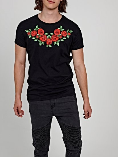 T-shirt with big chest embroidery