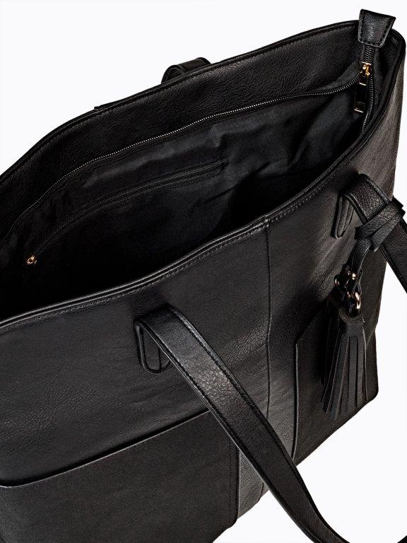 Shopper bag with tassel