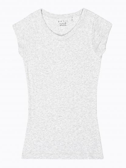 Základné tričko s véčkovým výstrihom