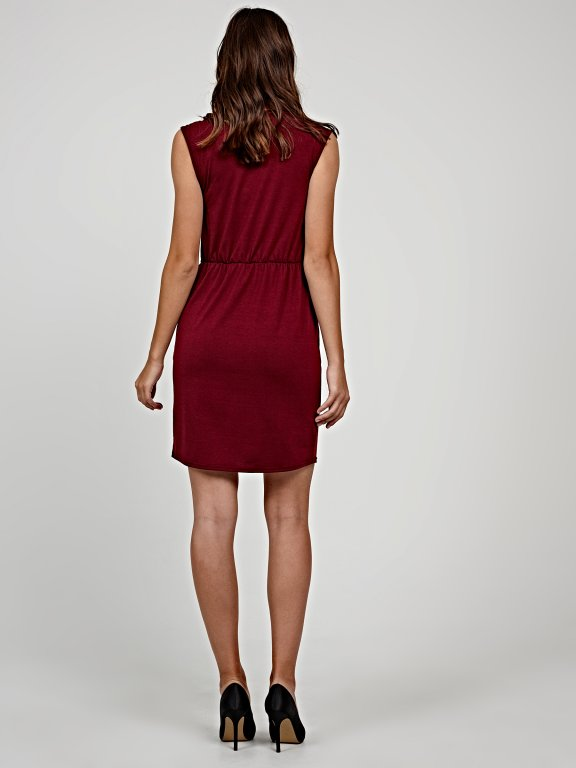 Plain dress with belt