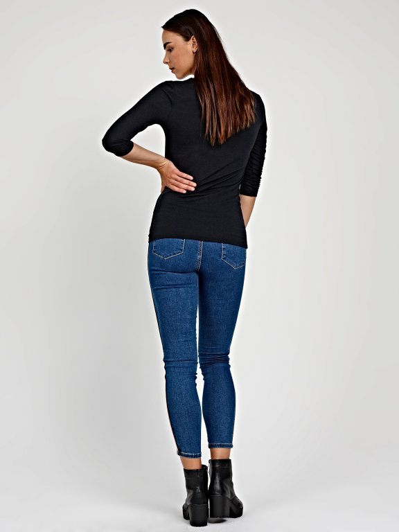 T-shirt with front zipper