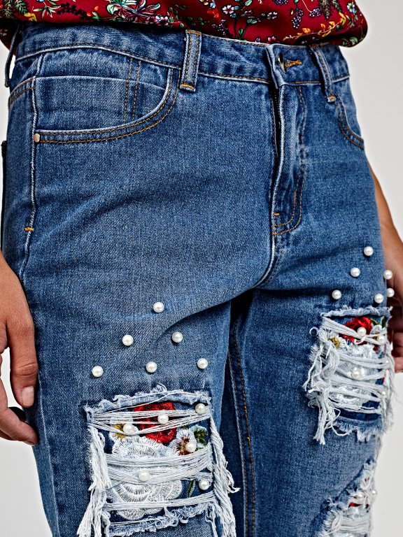 Damaged boyfriend jeans with patches and pearls