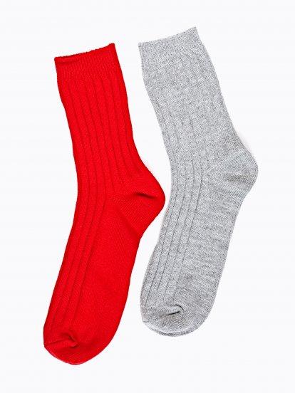 Sada dvoch párov rebrovaných ponožiek