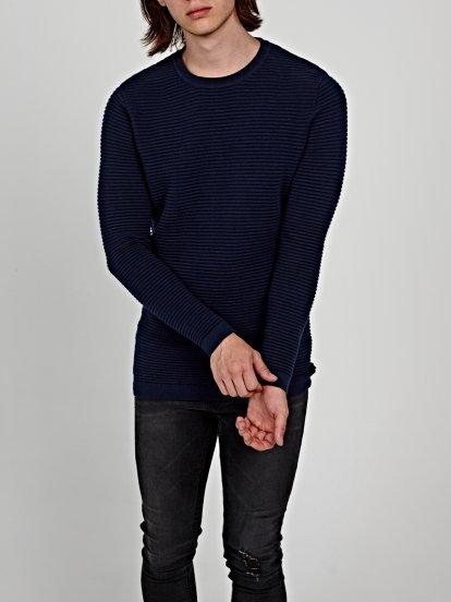 Štruktúrovaný sveter
