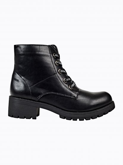 Lace-up ankle boots with track sole
