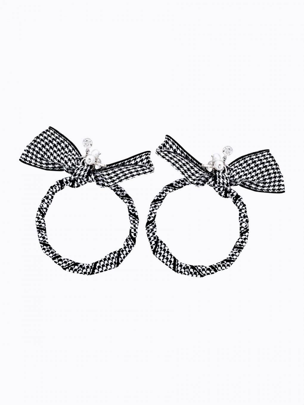 Houndstooth circle earrings with pearls