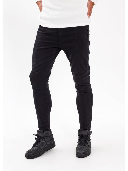 Frayed hem carrot fit jeans in black wash