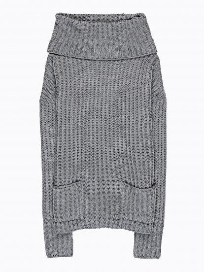 Oversized sweter z golfem i kieszeniami