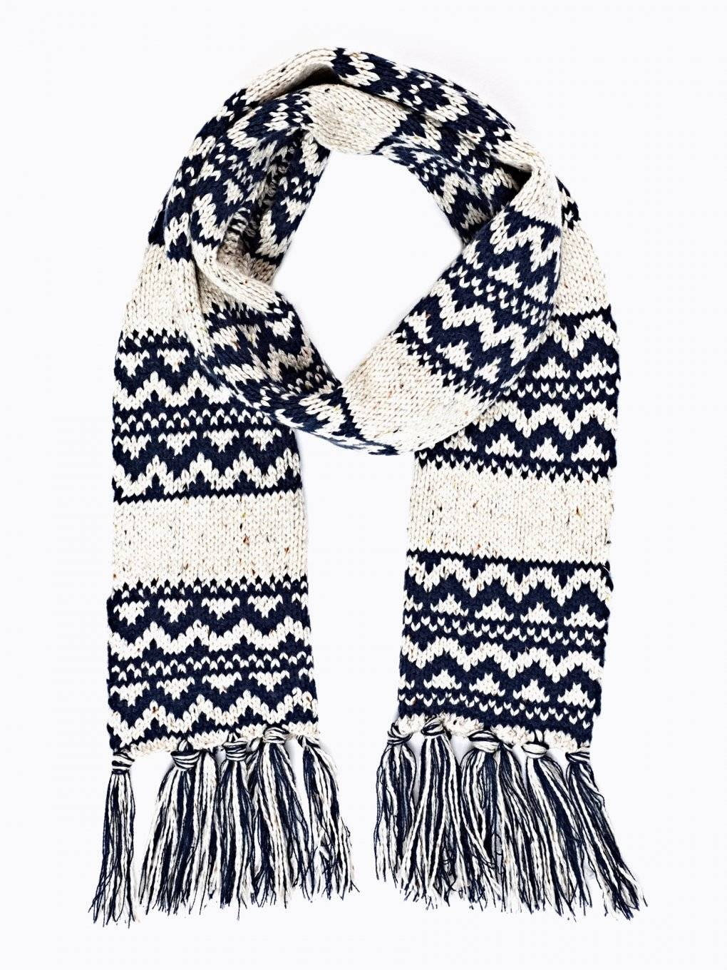 PATTERNED SCARF WITH FRINGES