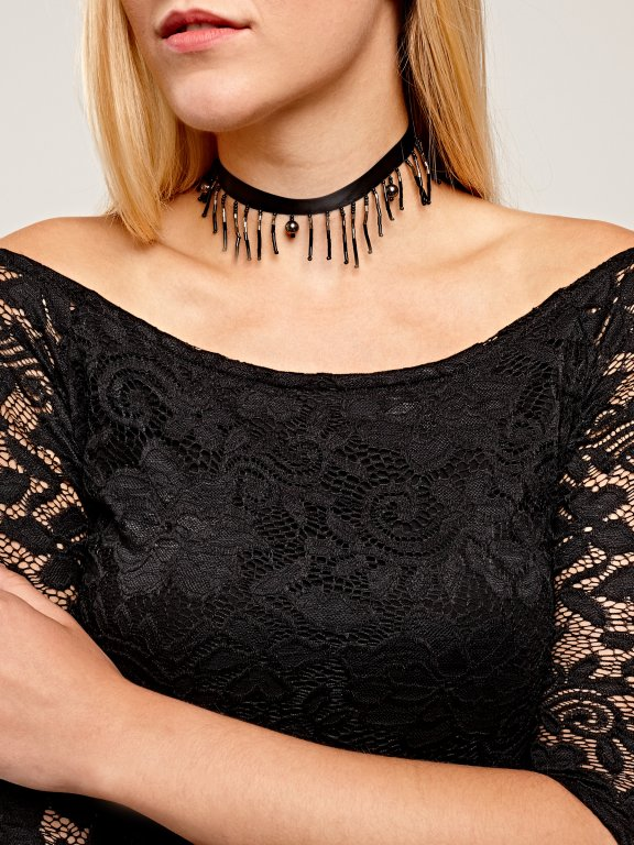 Choker with tassels and pendants