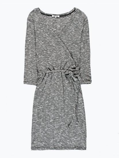 Melírované šaty s véčkovým výstřihem