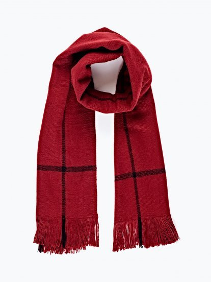 Oversized scarf with fringes