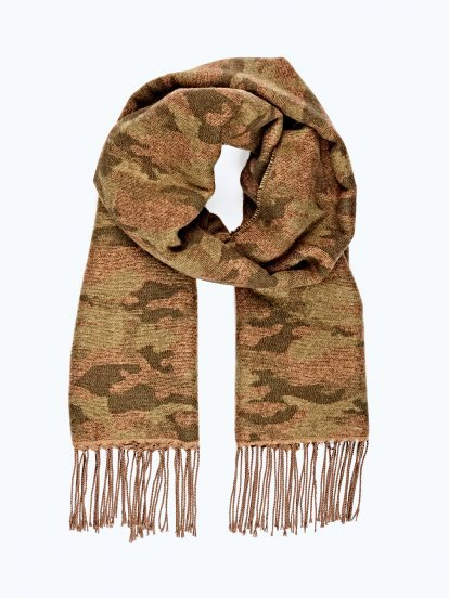Camo scarf with fringes