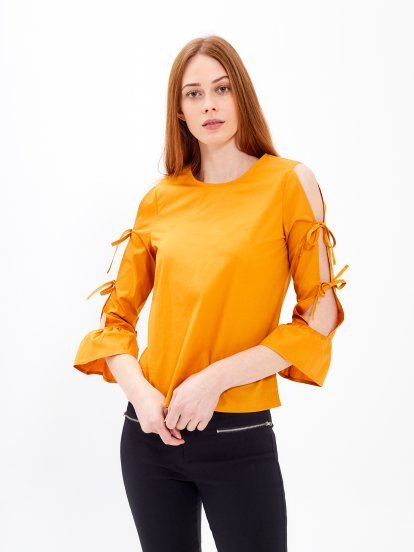 Blouse with lace-up sleeve