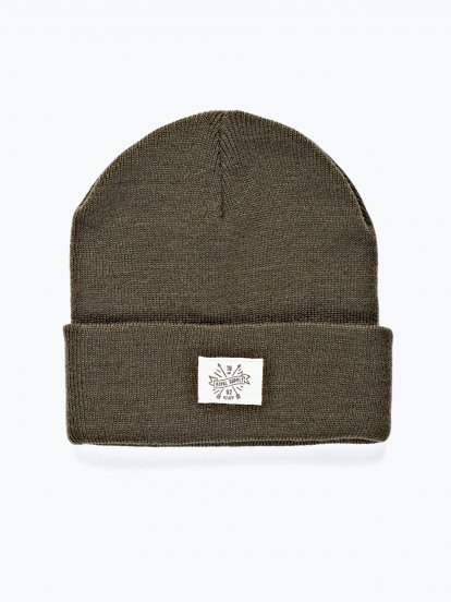 Basic beanie with woven patch