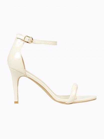 Lakované sandále na podpatku