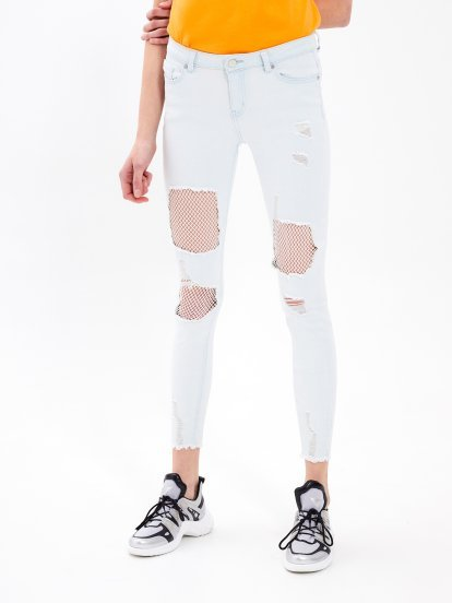 Destroyed skinny jeans with fishnet