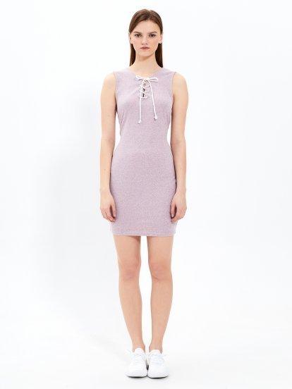 Ołówkowa sukienka ze sznurowaniem