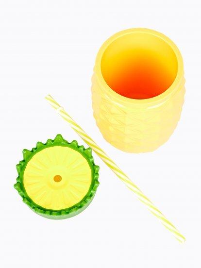 Plastový pohár so slamkou