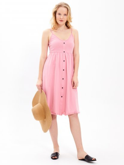 Sukienka z zapięciem na guziki