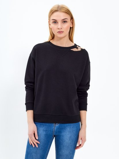 Sweatshirt with metal ring