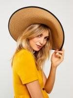 Pamela hat with contrast trim