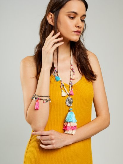 Necklace with colourful tassels