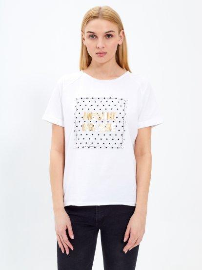 Tričko s metalickým nápisom