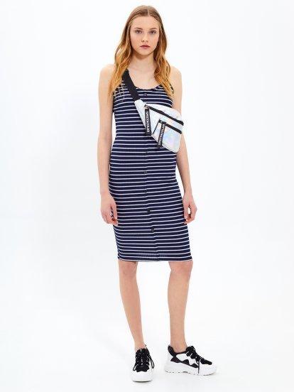 Sukienka w prążki na ramiączkach