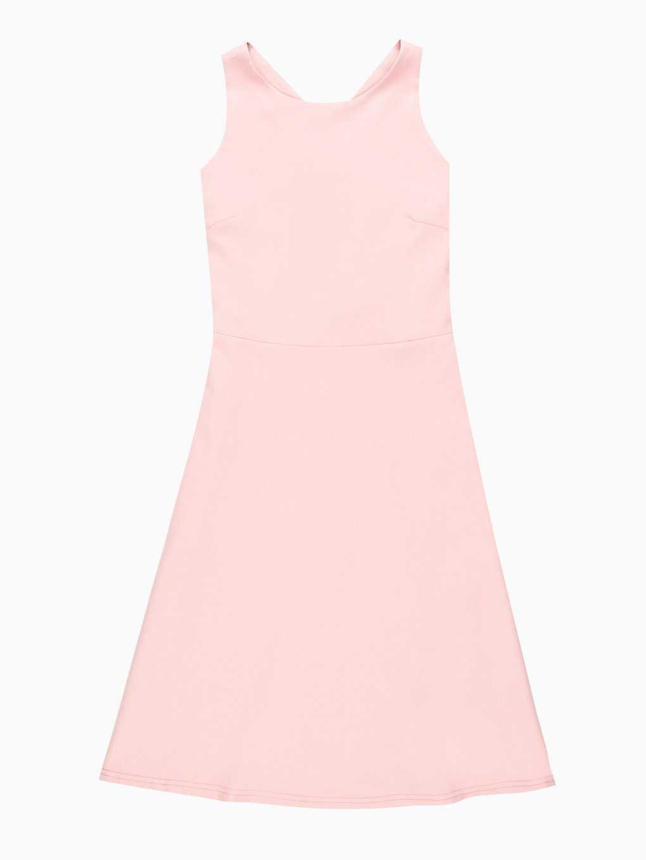 Sukienka ze skrzyżowaniem na plecach
