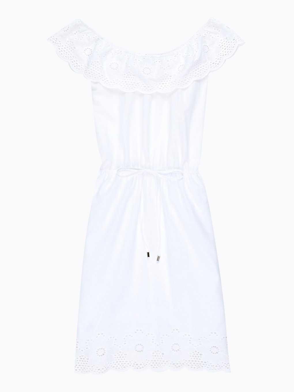 Sukienka z odkrytymi ramionami i haftowanym detalem