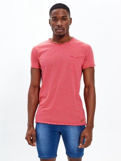 Koszulka w prążki z niewykończonym brzegiem