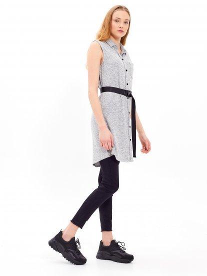 Sukienka koszulowa z zapięciem na guziki