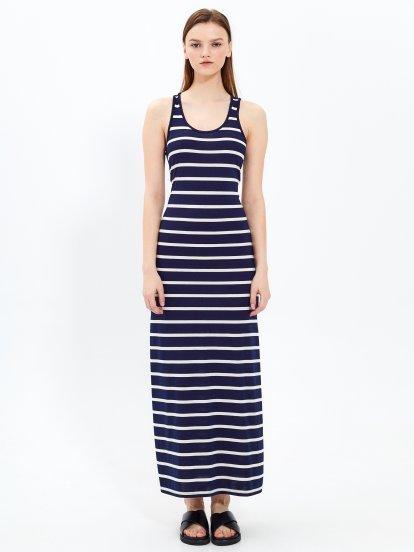 Długa sukienka w prążki