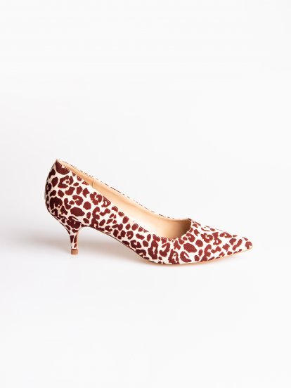 Mid heel pumps with animal print