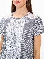 T-shirt with lace