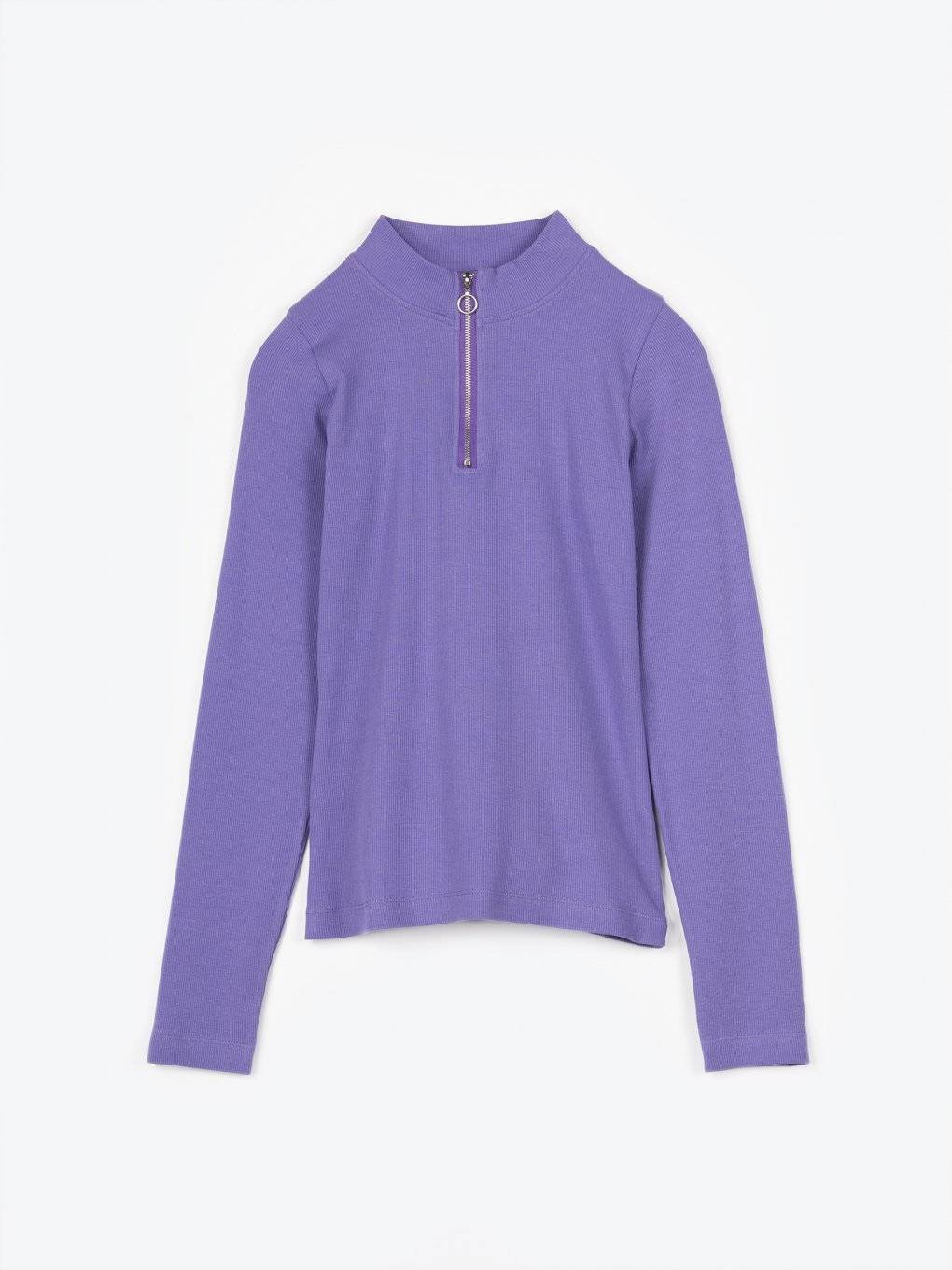 Long sleeve t-shirt with zipper