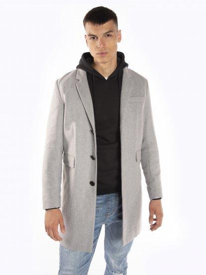 Dlouhý jednobarevný kabát