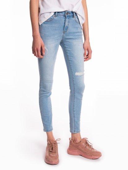 Džínsy skinny s obnoseným vzhľadom