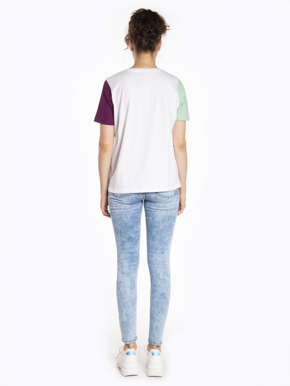 T-shirt with print and colorful sleeves