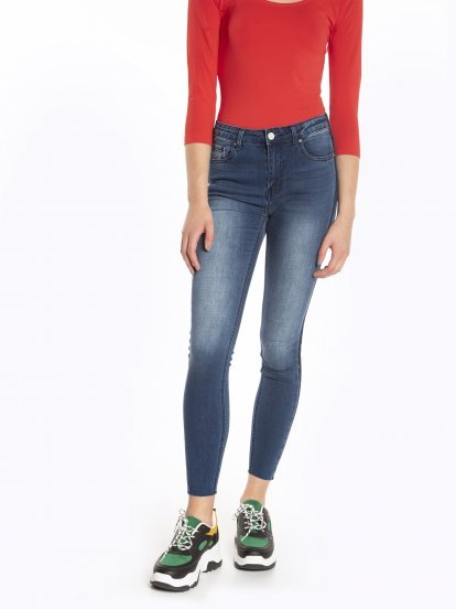 Raw edge skinny jeans