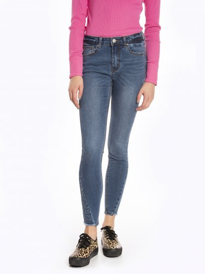 Skinny jeans with decorative stones