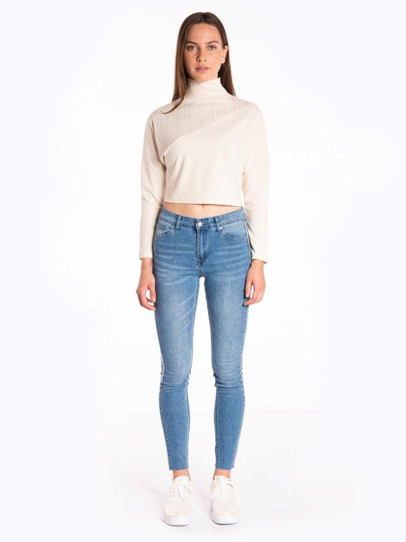 Skinny jeans with raw hem