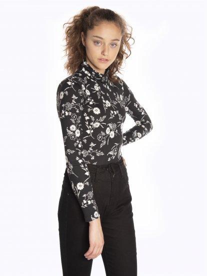 Floral print turtleneck t-shirt