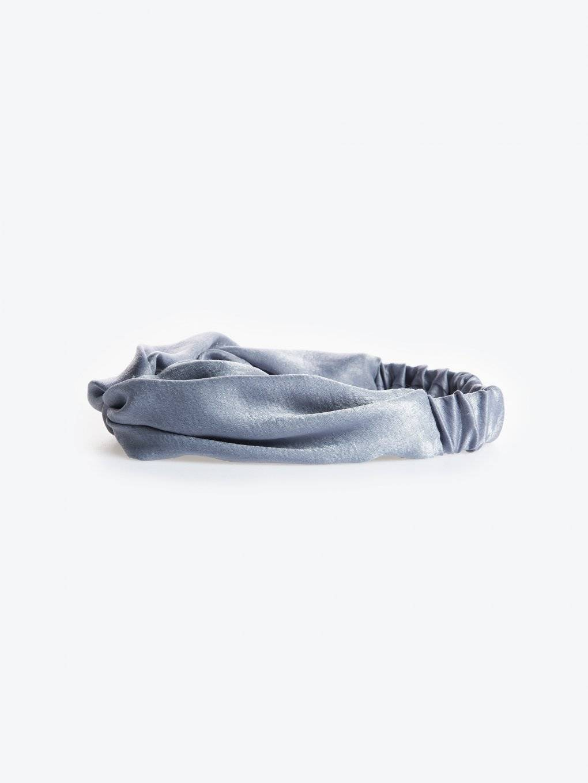 Headband with top twist