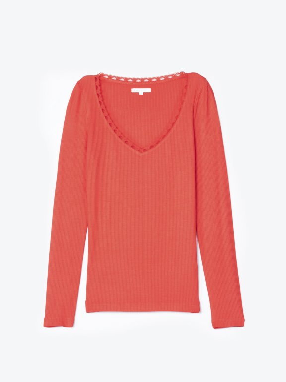 Ribbed v-neck t-shirt with lace