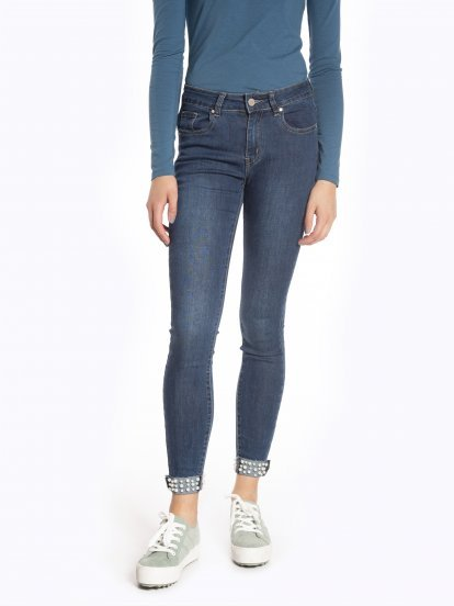 Skinny jeans with decorative pearls