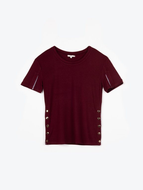 T-shirt with decorative side snaps