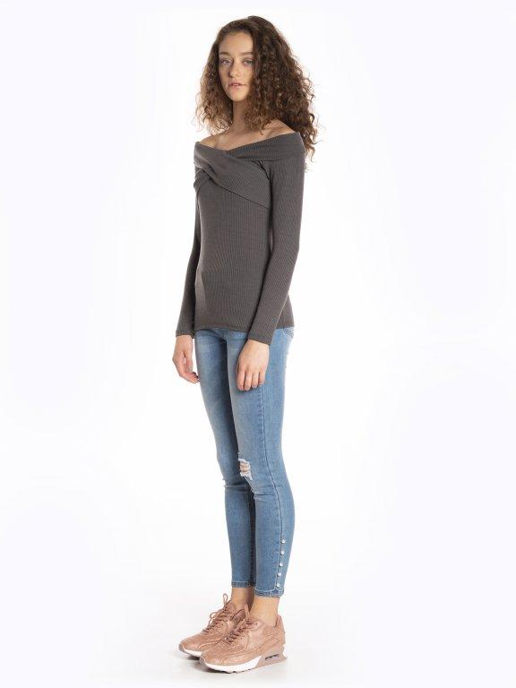 Off-the-shoulder long sleeve t-shirt